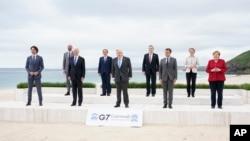 Grupna fotografija učesnika G-7 u Kornvolu, 11. juna 2021.