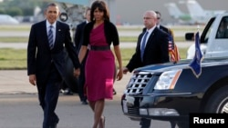 U.S. President Barack Obama and first lady Michelle Obama arrive in Dallas, Apr. 24, 2013.