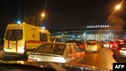 Xe cộ tấp nập trước sân bay Domodedovo ở Moscow, Thứ Hai 24/1/2011