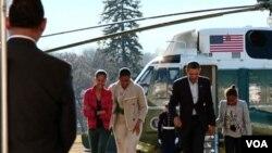 Tras regresar a Washington junto a su familia, la primera dama Michelle Obama y sus hijas, Mallia y Sasha, el presidente Obama comenzó a realizar nombramientos.