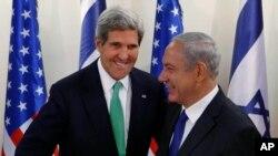 بنیامین نتانیاهو، نخست وزیر اسرائیل (راست) در کنار جان کری، وزیر امورخارجه آمریکا - آرشیو