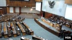 Sidang Paripurna dengan agenda Penyampaian Hasil Pemeriksaan Semester II Tahun 2014 oleh BPK, berlangsung di Gedung MPR DPR di Jakarta, Selasa 7/4 (foto: VOA/Iris).