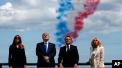 도널드 트럼프 미국 대통령 부부와 에마뉘엘 마크롱 프랑스 대통령 부부가 6일 프랑스 노르망디에서 열린 노르망디 상륙장전(D-day) 75주년 기념행사에 참석했다.