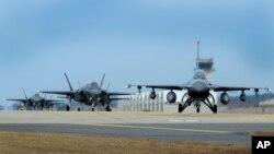 Спільні навчання американських і південнокорейських військ
