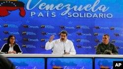 Tổng thống Venezuela Nicolas Maduro (giữa), Phó Tổng thống Delcy Rodriguez (trái) và Bộ trưởng Quốc phòng Vladimir Padrino (phải).