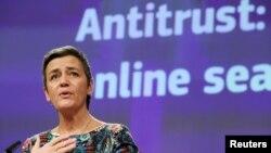 마르그레테 베스타게르 EU 경쟁담당 집행위원이 20일 벨기에 브뤼셀의 유럽 위원회 본부에서 구글에 부과하는 과징금 계획을 설명하고 있다.