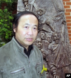 陈维明制作司徒华与民主雕塑