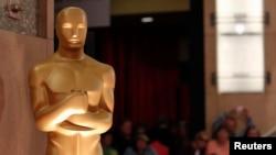 在第85届奥斯卡颁奖典礼前众所瞩目的奥斯卡塑像