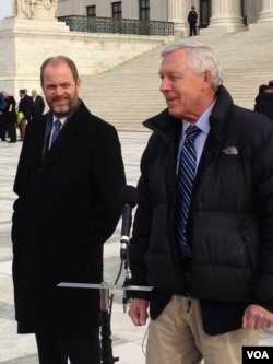 Alaskan outdoorsman John Sturgeon (R), traveled to Washington to watch the Supreme Court hear his case against the National Park Service. (M. Snowiss/VOA)