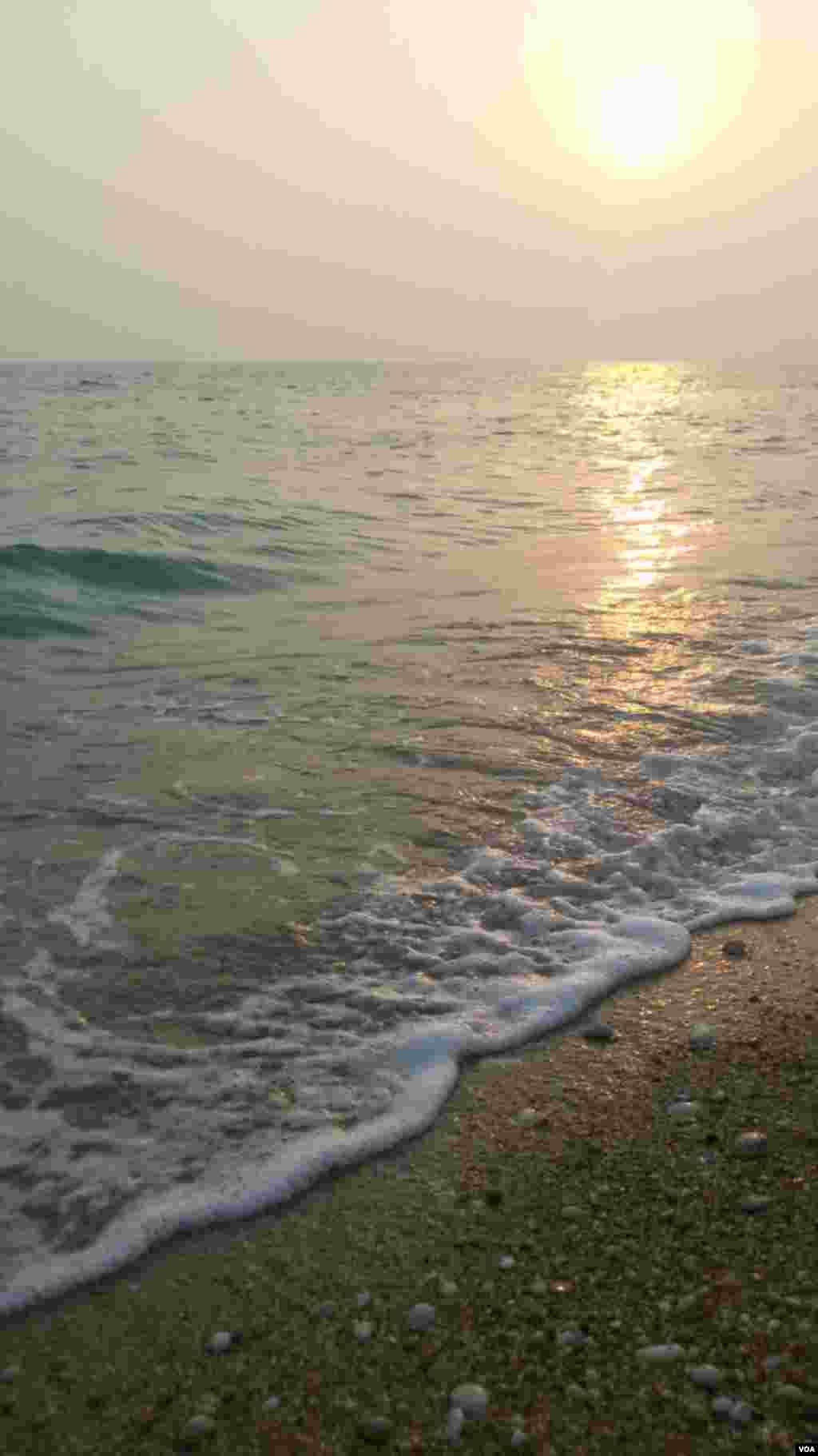 ساحل خلیج فارس در کنگان – استان بوشهر عکس: غیبی(ارسالی از شما)