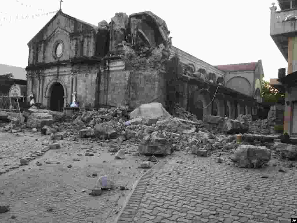 زلزله ۶.۱ ریشتری در فیلیپین موجب نگرانی ها شده است. آمارهای اولیه می گوید دست کم هشت نفر کشته شدند.