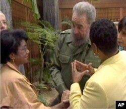Belva Davis interviews Cuban leader Fidel Castro.