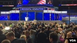 2016年7月26日,民主黨全國代表大會現場,眾議員約翰·路易斯在提名過程期間發表演講