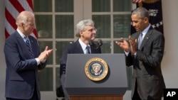Potpredsednik Džozef Bajden, kandidat za sudiju Vrhovnog suda Merik Garland i predsednik Barak Obama u ružičnjaku Bele kuće, 16. mart 2016.