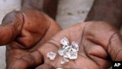 Mineiros suspendem greve em mina de diamantes na Lunda Norte - 2:10