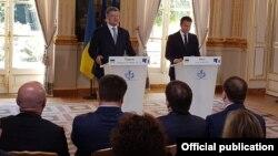 Петр Порошенко и Эммануэль Макрон. Пресс-конференция. Париж, Франция. 26 июня 2017 г.