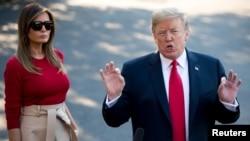 도널드 트럼프 미국 대통령이 부인 멜라니아 여사와 함께 10일 벨기에로 출국하기에 앞서 백악관 사우스론에서 기자들의 질문에 답하고 있다.