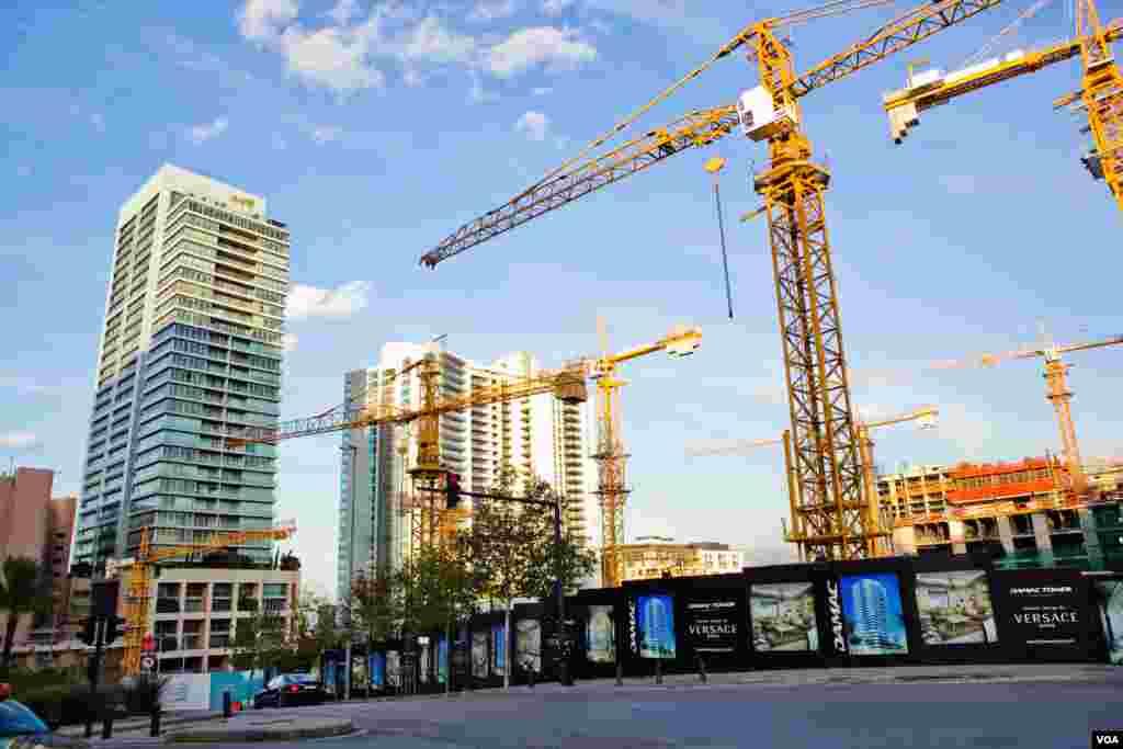 Building cranes punctuate Beirut's skyline. (VOA/V. Undritz)