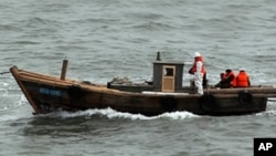 북한 주민이 타고 넘어온 목선(자료사진)
