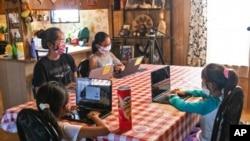 24 Eylül 2020 - Amerika'nın Arizona eyaletinde eğitimlerine evden devam eden öğrenciler