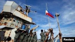 Tranh cãi bùng phát khi Philippines tháng trước phái tàu mang đồ tiếp tế cho binh sĩ trú đóng trên tàu BRP Sierra Madre.