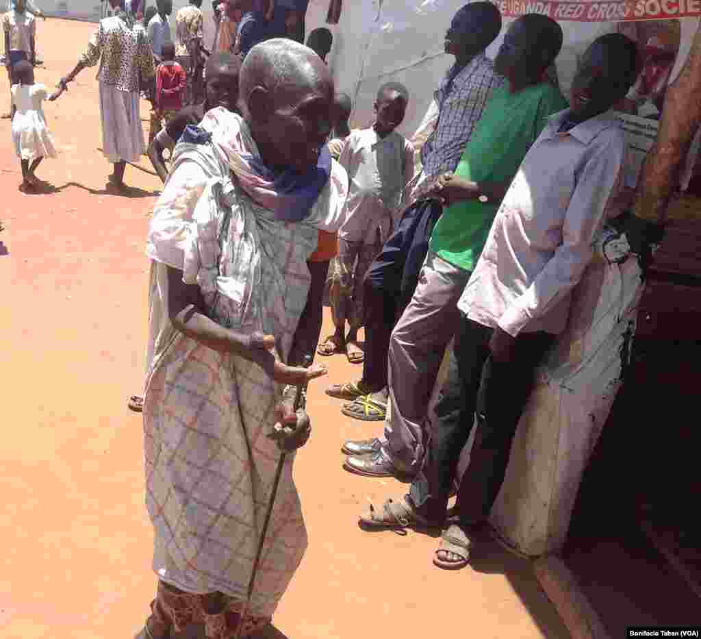 An elderly South Sudanese woman arrives at Ayilo refugee camp in Uganda.