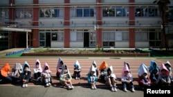 지난 2015년 3월 일본 도쿄의 한 초등학교 학생들이 지진 대피 훈련에 참가했다. (자료사진)