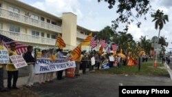 Cộng đồng người Việt biểu tình phản đối Chủ tịch Trung Quốc Tập Cận Bình tại cuộc họp thượng đỉnh ở Florida ngày 6/4/2017.