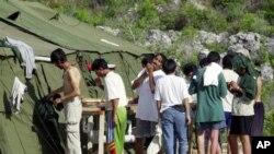 Para pendatang gelap yang berupaya masuk ke Australia berada di Pulau Nauru, salah satu kamp pemrosesan bagi pencari suaka politik di luar Australia (foto: dok).