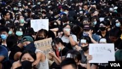 超過1千名香港中學生8月22日參與集會表態,9月2日開學日將會參與罷課行動, 要求港府回應反送中民間5大訴求。(美國之音 湯惠芸拍攝)