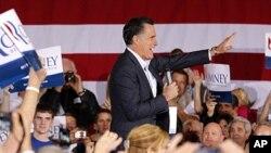 ທ່ານ Mitt Romney ກໍາລັງກ່າວຄໍາປາໃສຮັບເອົາໄຊຊະນະການເລືອກ ຕັ້ງພັກຣີພັບບລິກັນ ຫລື caucuses ທີ່ລັດເນວາດາ ຄືນວັນເສົາວານນີ້