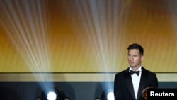 Le joueur de la FC Barcelona, Lionel Messi, lors de la cérémonie de la FIFA Ballon d'Or 2015 à Zurich, Suisse, le 11 janvier 2016.