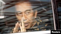 Presiden Joko Widodo usai menjenguk mantan ibu negara Ani Yudhoyono di sebuah rumah sakit di Singapura, 21 Februari 2019.