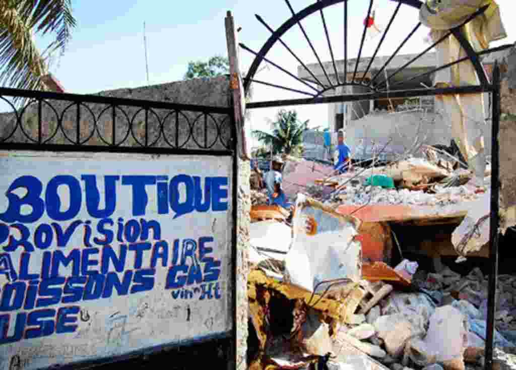 Bantuan Internasional Berlanjut di Haiti (Foto: B. Newhouse)