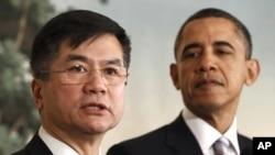 骆家辉(左)和奥巴马总统2011年3月在白宫