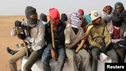 Des migrants dans le désert près d'Agadez, Niger, le 9 mai 2016