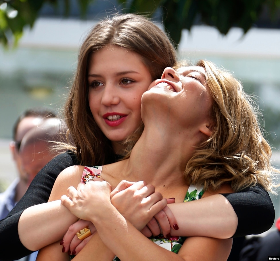 Lea seydoux and adele exarchopoulos in hot lesbian scene 2