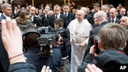 Đức Giáo hoàng Phanxicô đến chào tín hữu tại Vatican, Chủ nhật ngày 17 tháng 3.