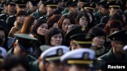 Dân chúng và binh sĩ dự lễ đánh dấu ngày Bắc Triều Tiên pháo kích vào đảo Yeonpyeong giết chết 2 binh sĩ Nam Triều Tiên và 2 thường dân