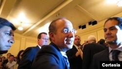 Felipe Calderon a su salida de la Biblioteca del Congreso en Washington, DC (fotografía cortesía: Karla Tenorio)