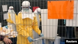 醫生無國界志工10月15日在布魯賽爾接受處理伊波拉有關用品訓練。