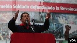 El gobierno insiste con la estrategia de mostrar a Chávez omnipresente e invulnerable, sostienen analistas.