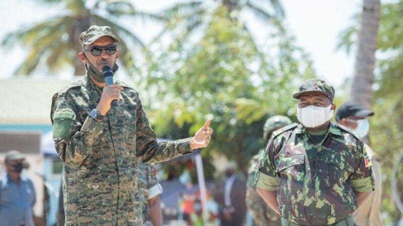 Le président Kagame visite les soldats rwandais déployés au Mozambique