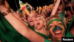 Manifestantes celebraron el voto de la Cámara baja que determinó la procedencia del juicio político de la presidenta Rousseff.