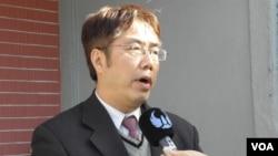 民进党立委黄伟哲1月15日在立法院 (美国之音申华拍摄)