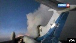 Pesawat penumpang Rusia Tu-154 terlihat setelah ledakan di Surgut, sekitar 2.200 kilometer dari kota Moskow.