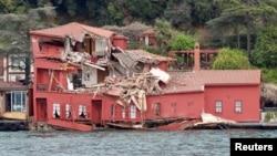 The damaged Hekimbasi Salih Efendi mansion is seen after the Maltese flagged tanker Vitaspirit crashed into it by the Bosporus strait in Istanbul, Turkey, April 7, 2018.
