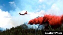 灭火飞机投放阻燃剂