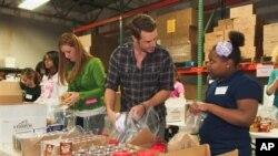 Melalui 'Food Recovery Network', mahasiswa Universitas Maryland telah menyumbangkan lebih dari 23.000 kilo makanan kepada rumah-rumah penampungan setempat dan bank-bank makanan (foto: dok).