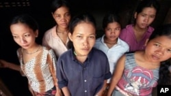 Các nạn nhân buôn người bị những băng nhóm tội phạm có tội chức đưa vào nước Anh để hoạt động mại dâm, lao động, và làm nô lệ phục dịch cho các gia chủ
